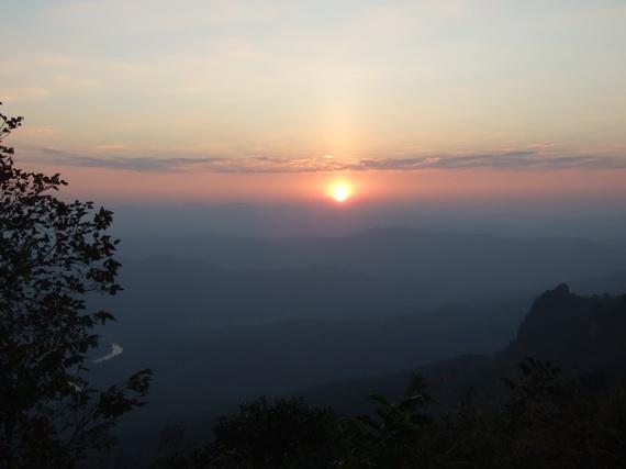 พระอาทิตย์กำลังขึ้น ณ ดอยเสมอดาว